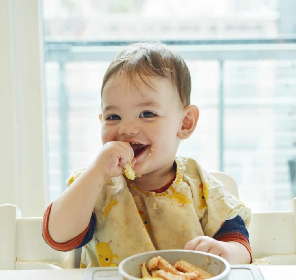 a baby eats chicken when starting solids