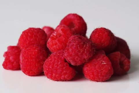 a pile of red raspberries before being prepared for babies starting solid food