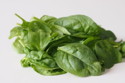 a pile of raw spinach leaves before being prepared for babies starting solid food